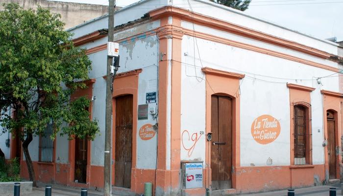 La Tienda de los Güeros fue una importante abarrotera del barrio de Mexicaltzingo con casi 100 anos de antiguedad